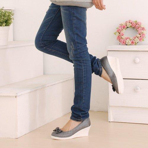 Туфли на танкетке – практично и элегантно