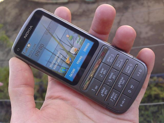 Какой телефон лучше: кнопочный или сенсорный?