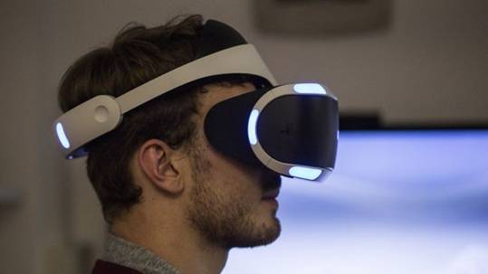 с боку PlayStation VR